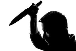 В Днепре буйный парень бросался на людей с ножом