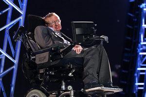 Инвалидное кресло Стивена Хокинга продали на аукционе в 30 раз дороже первоначальной цены