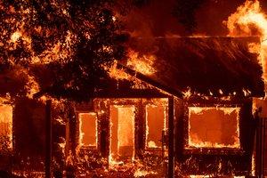 В Калифорнии пожар уничтожил две тысячи зданий: есть погибшие