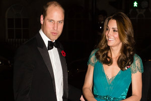 В бирюзовом платье с декольте: новый выход Кейт Миддлтон