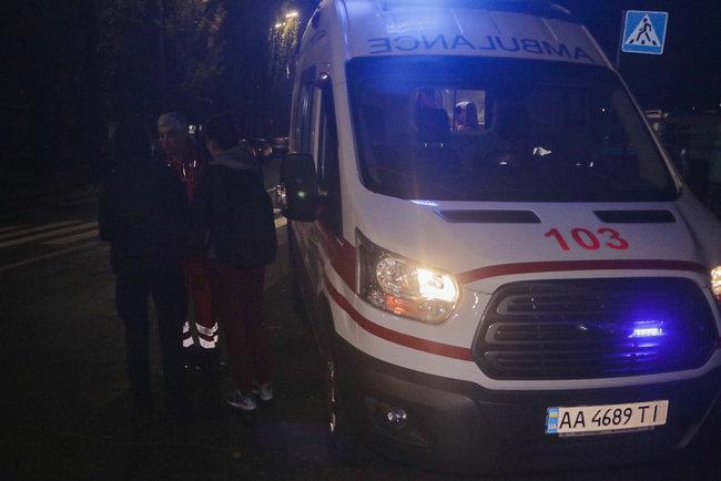 На Русановке в мужчину несколько раз выстрелили и брызнули газом