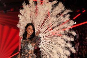 Адриана Лима в последний раз вышла на подиум Victoria`s Secret и трогательно попрощалась