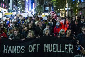 """""""Руки прочь от Мюллера"""": фото и видео массовых протестов против Трампа в США"""