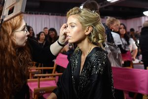 Что было за кулисами шоу Victoria`s Secret: фото моделей