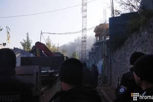 На стройке на Андреевском спуске прогремели три взрыва