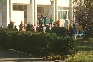В Тараще ученик распылил газ в школе, эвакуированы десятки детей