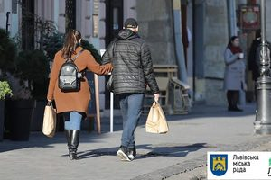 Без полиэтилена: власти Львова вводят ограничения для торговых сетей