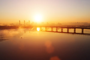 В Киеве частично ограничат движение на мосту Патона