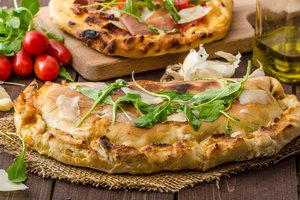 Кальцоне: классический рецепт закрытой итальянской пиццы