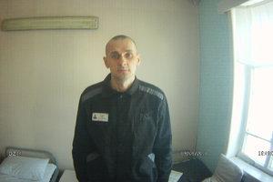 Новая постановка и автобиография: тюремщики рассказали, чем занят Олег Сенцов