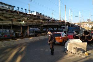 Ремонт Шулявского моста: возле путепровода появились огромные трубы