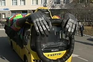 """На дорогах Украины появился """"автобус-призрак"""""""
