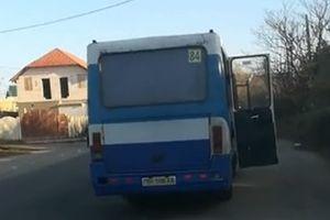 В Одесской области из маршрутки на ходу выпала женщина