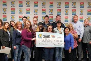 Коллеги скинулись на лотерейные билеты и выиграли миллион