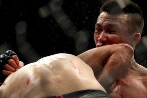"""""""Самый безумный нокаут года в UFC"""": Зомби вырубили за секунду до гонга"""