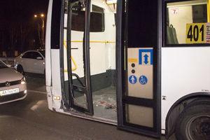В Киеве столкнулись три автомобиля и маршрутка