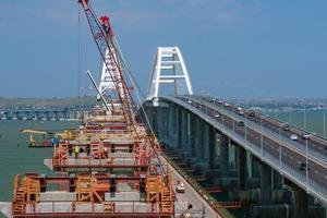 Все опоры Крымского моста готовы: в России рассказали о новом достижении