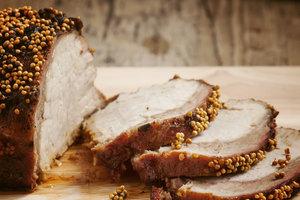 Рецепт дня: запеченная свинина с горчичной корочкой