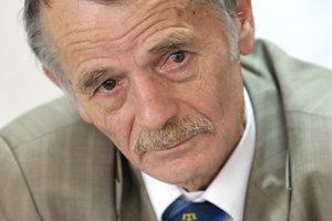 Не прекращает борьбу за Крым:  Порошенко поздравил Джемилева с 75-летием