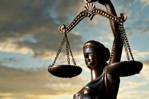Во Львовской области судили кассиров банка, причастных к хищению миллионов