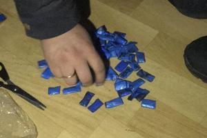 На Позняках задержали двух наркоторговцев с метадоном, опием и димедролом