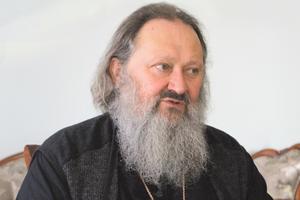 """Интервью с митрополитом Павлом: """"Пусть политики объединятся в одну партию"""""""