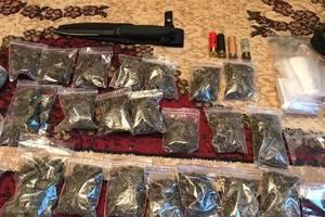 Под Киевом поймали вооруженную банду наркоторговцев
