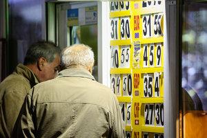 Стремительное падение евро: покупать или избавляться от этой валюты