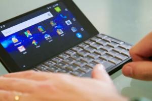 Возвращение коммуникаторов: представлен гибрид ноутбука и смартфона
