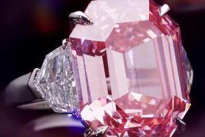За 50 млн долларов продали уникальный розовый бриллиант: видео
