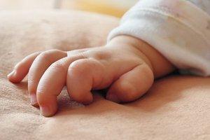 В Днепре копы забрали ребенка у пьяной матери