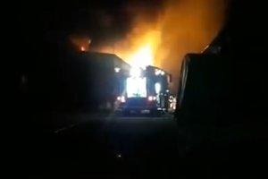 В Киеве сгорели склады с мебелью и автомобильными маслами