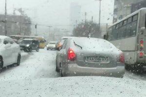 """""""Повезло"""" только Киеву: снег засыпал столицу, не тронув другие регионы"""