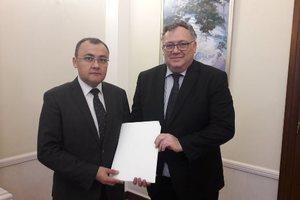 Уже учит украинский язык: в Украину прибыл новый посол Венгрии