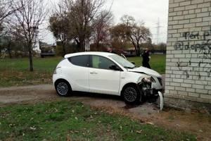 В центре Запорожья легковушка врезалась в стену: пострадал ребенок