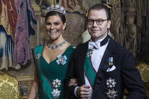 В тиаре и бриллиантах: кронпринцесса Швеции пришла на званый ужин