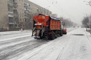 Киев от снега чистят 287 машин и более 60 бригад коммунальщиков
