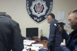 В Запорожье СБУ задержала банду вымогателей во главе с полицейским