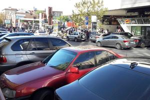 """Кабмин утвердил правила, по которым будут эвакуировать авто """"героев парковки"""""""