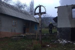 На Закарпатье четыре часа тушили пожар: погиб хозяин дома
