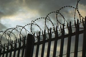 Виновник бойни в школе во Флориде напал на охранника в тюрьме