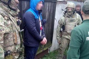 Продавали взрывчатку местным жителям: в Житомире задержали военных-контрактников