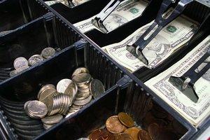 Доллар дешевеет: НБУ опубликовал свежий курс гривни