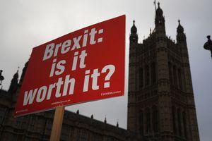Снова Brexit: Ключевой член правительства Великобритании ушел в отставку