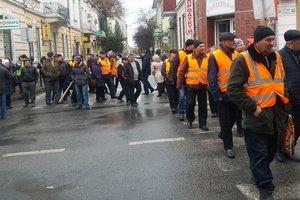 "В Тернополе ""обнищавшие"" работники автодора устроили протест"