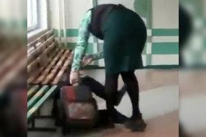 Повалила на пол и била по лицу: учительница в России жестоко наказала ученика