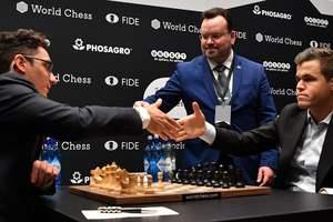 Карлсен и Каруана в пятый раз сыграли вничью в матче за шахматную корону