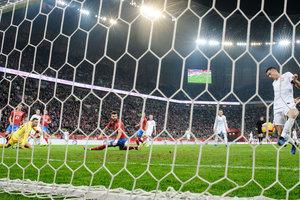 Польша проиграла Чехии в юбилейном матче Роберта Левандовски