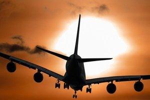 В Канаде пассажирский самолет приземлился без переднего шасси