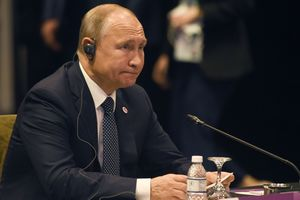 """Зазвенел"" на весь Сингапур: Путина заставили пройти через рамку металлоискателя"